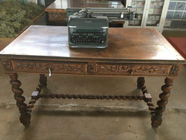 Παλιό ξύλινο γραφείο
