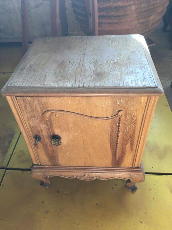 Παλιό ελληνικό ξύλινο κομοδίνο