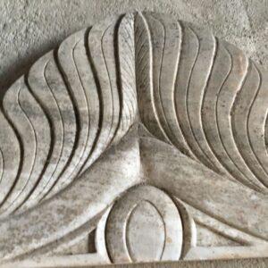 Υπέρθυρο από παλιό ελληνικό λευκό μάρμαρο, μυκηναϊκό ανθέμιο με ροζέτες